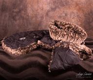 Cappottino invernale realizzato con morbido e pregiato pellicciotto sintetico internamente.