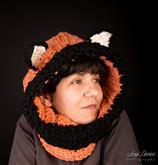Morbidissima e caldissima sciarpa cappello in ciniglia che realizza Valeria. Ma