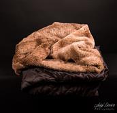 Le sacche nanna Lupavaro in bellissimo e morbidissimo tessuto pellicciotto sintetico a pelo lungo.