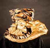 Una serie esclusiva basata su tessuti imitazione pellicciotto animale. Il lato e [...]