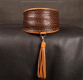 Weiche Halsbäander aus feinem italienischem Leder. Wenn Sie Reptil bedrucktes L [...]
