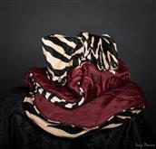 Una serie esclusiva basata su tessuti imitazione pellicciotto animale. Il lato e