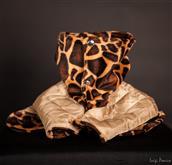 Una serie exclusiva a base de tejidos de imitación de piel de animales. La parte