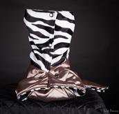 Una serie esclusiva basata su tessuti imitazione pellicciotto animale. Il lato esterno è in elegante